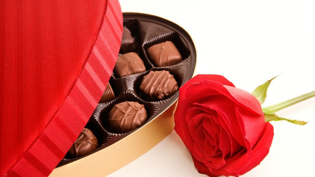 Happy Valentine's Day 2015 Gift for her (Girlfriend) - Chocolate and Flowers